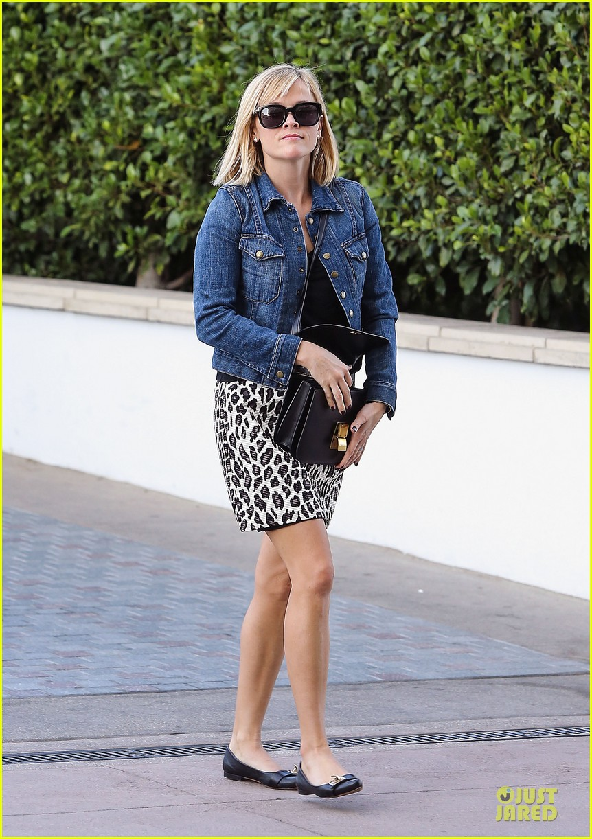 reese witherspoon leopard print babe before golden globes 213027721