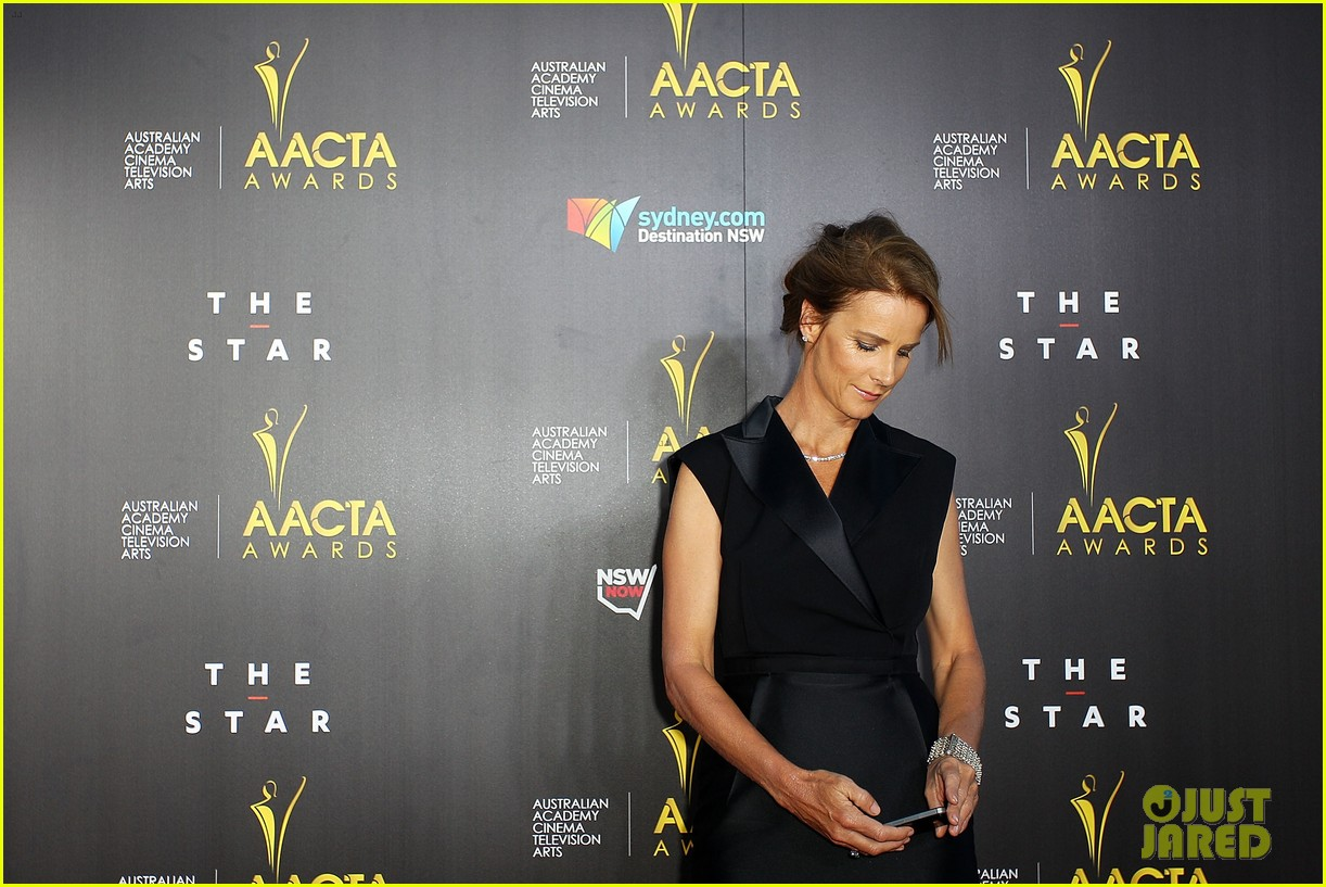 sam worthington lara bingle aacta awards ceremony 2014 143044059