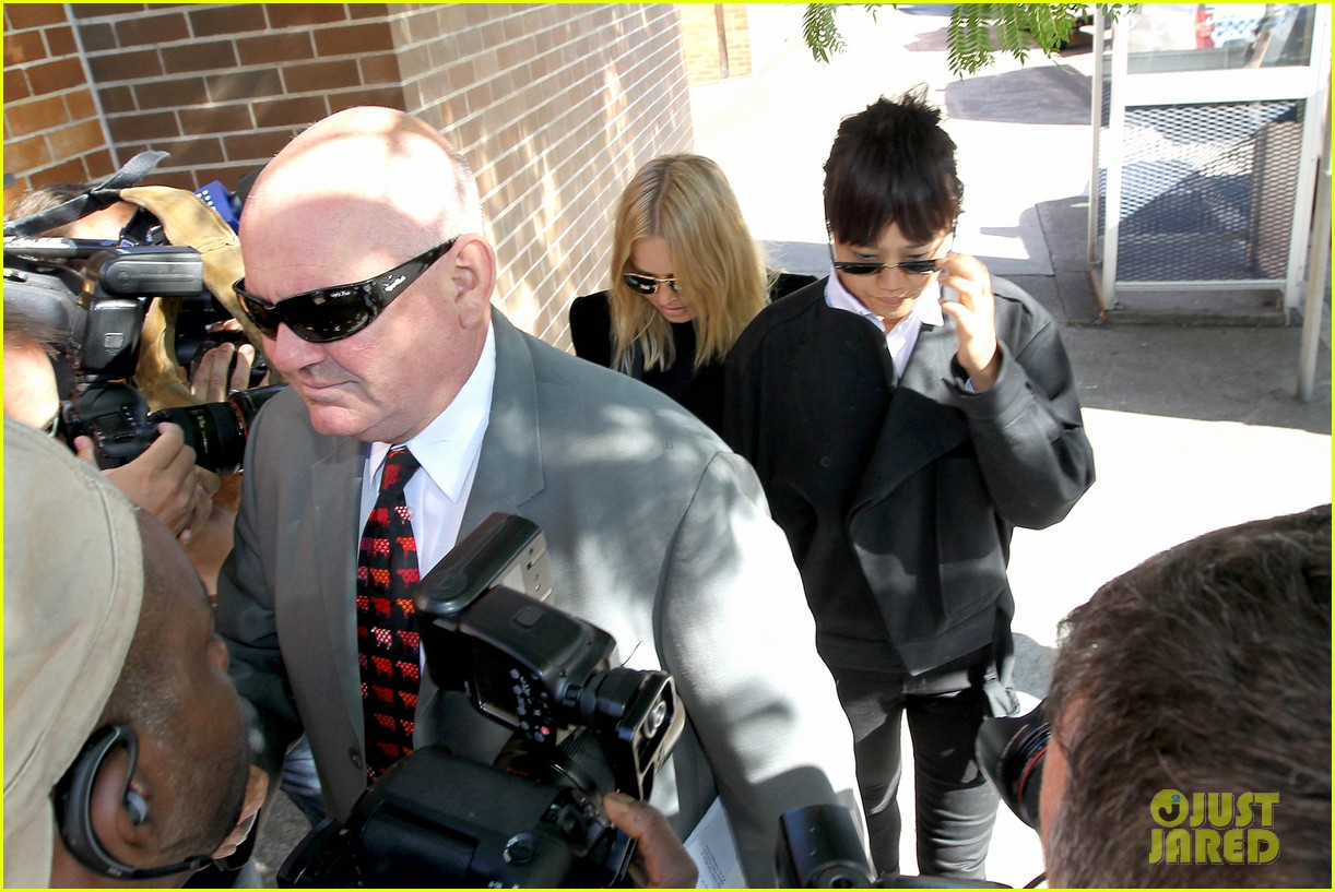 sam worthington lara bingle lunch before her court appearance 04