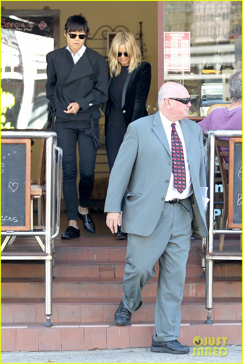 sam worthington lara bingle lunch before her court appearance 07