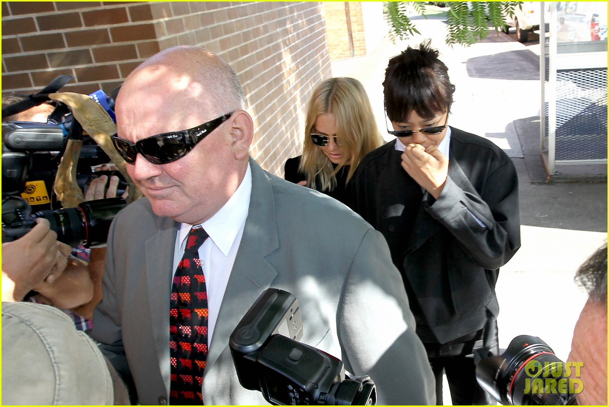 sam worthington lara bingle lunch before her court appearance 083042767