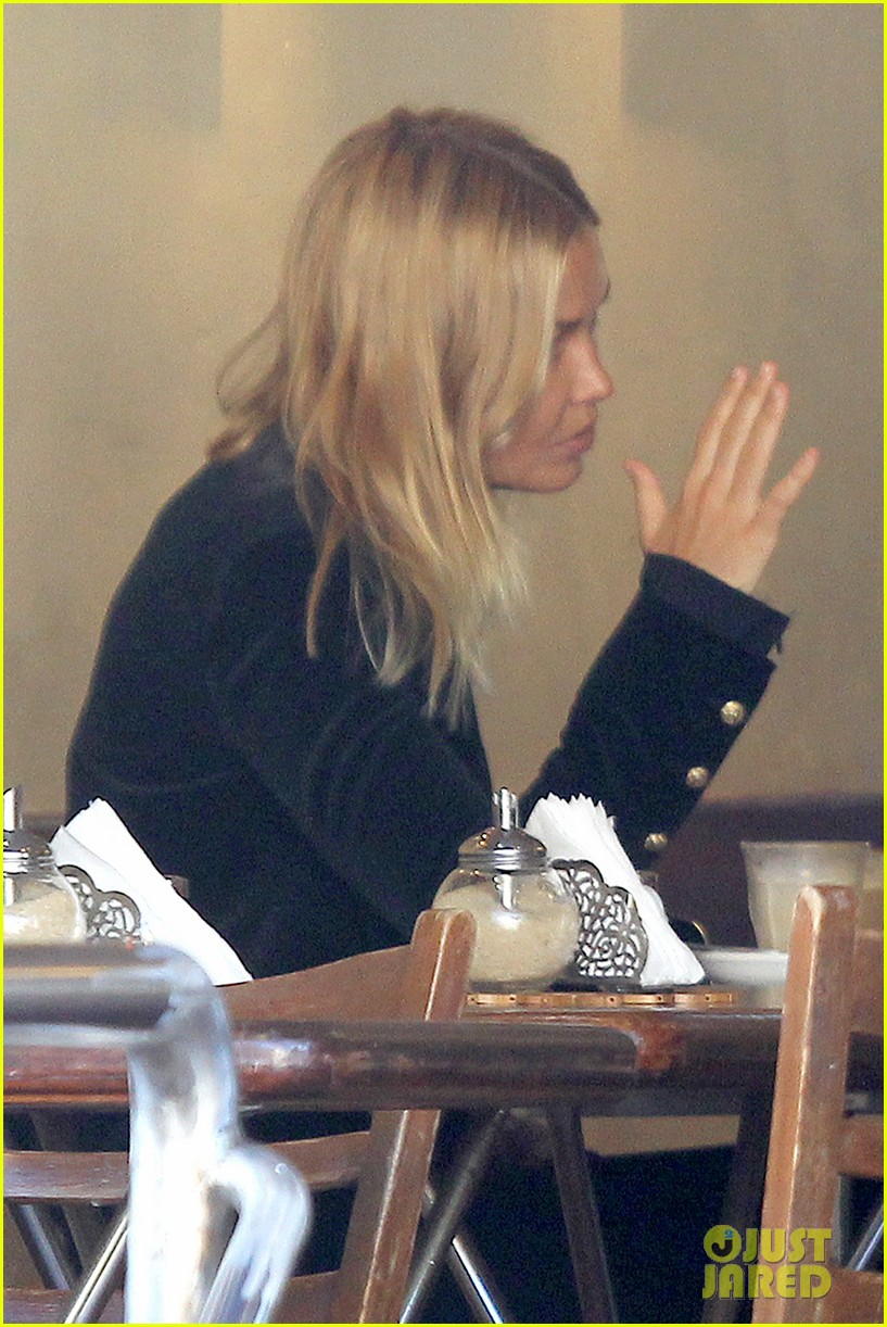 sam worthington lara bingle lunch before her court appearance 22