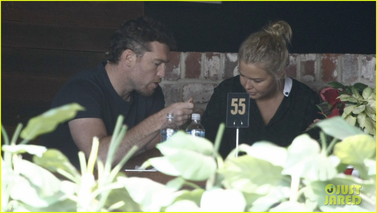 sam worthington lara bingle sunday lunch lovers 03