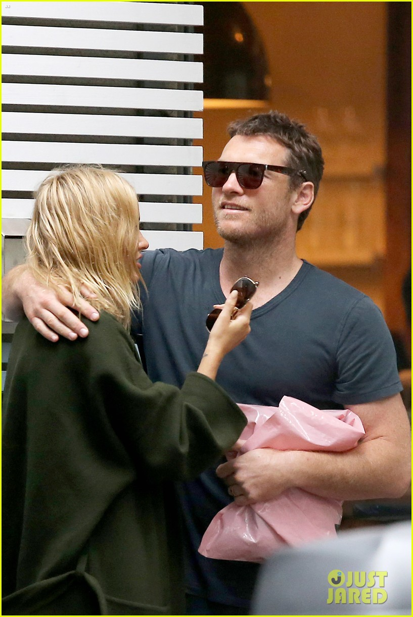sam worthington lara bingle wear matching rings on that finger 123038658