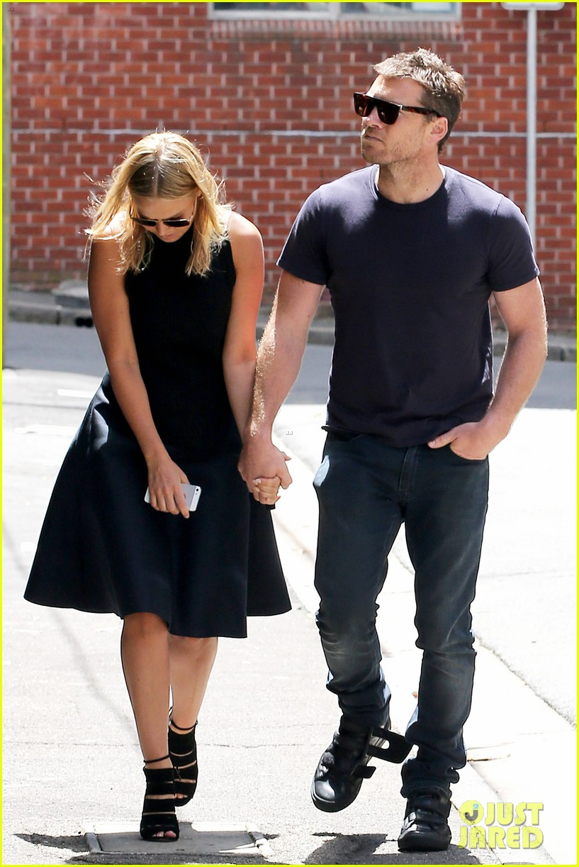 sam worthington lara bingle wear matching rings on that finger 223038668