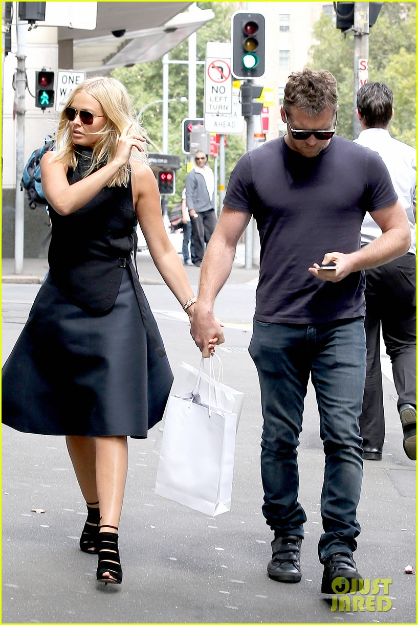 sam worthington lara bingle wear matching rings on that finger 233038669