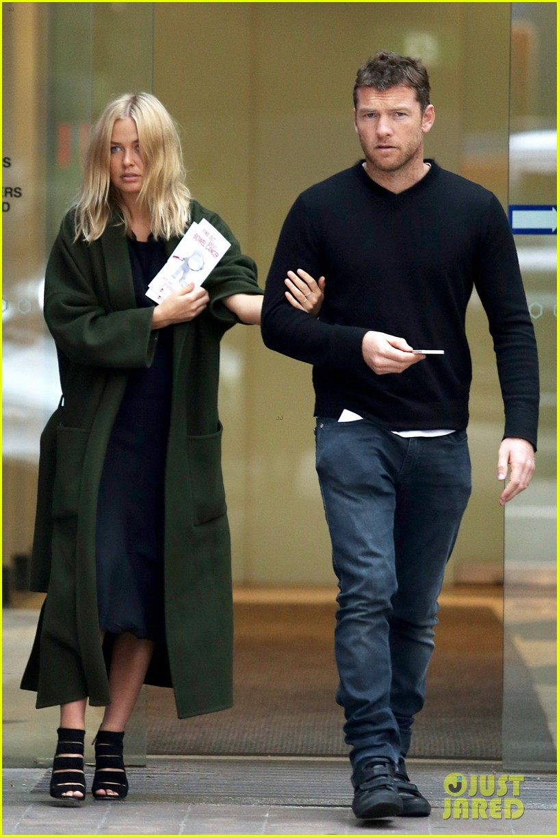 sam worthington lara bingle wear matching rings on that finger 263038672