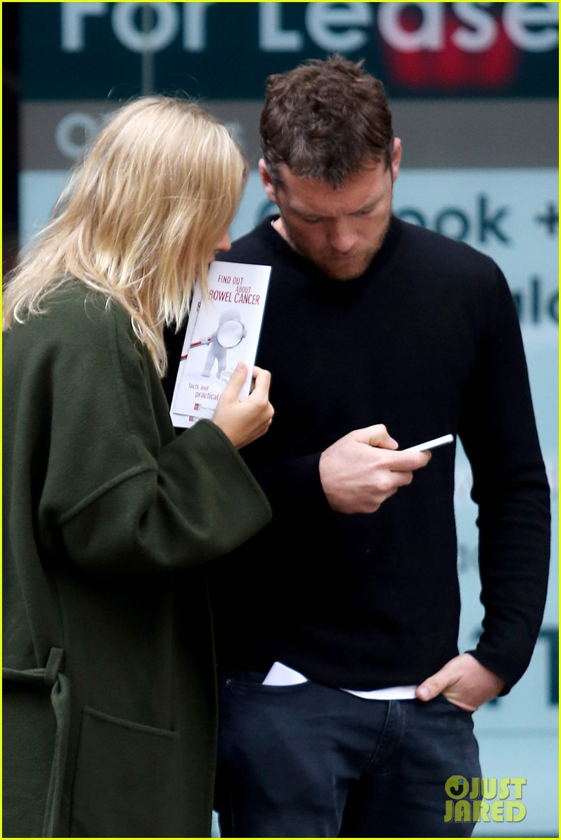 sam worthington lara bingle wear matching rings on that finger 323038678