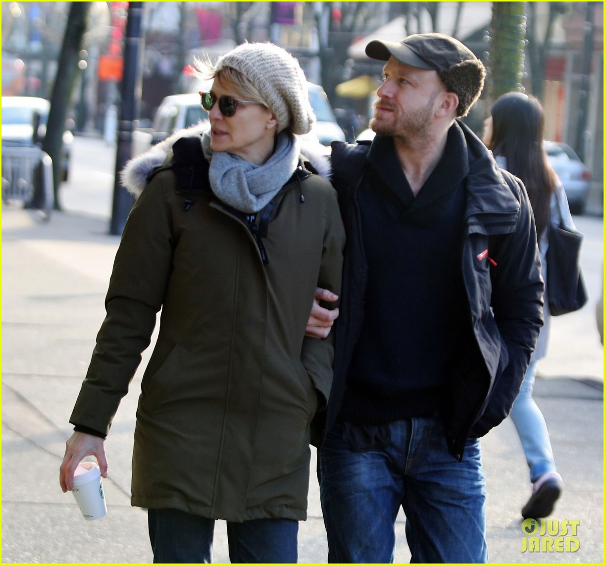 robin wright new fiance ben foster step out for daytime stroll 02