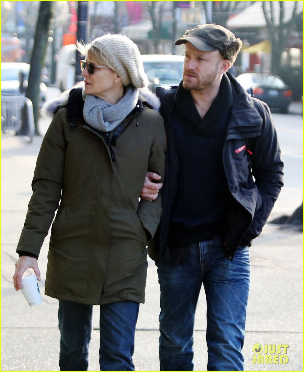 robin wright new fiance ben foster step out for daytime stroll 073037013