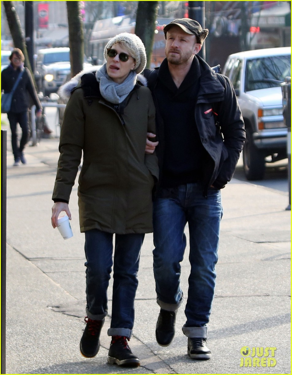 robin wright new fiance ben foster step out for daytime stroll 123037018