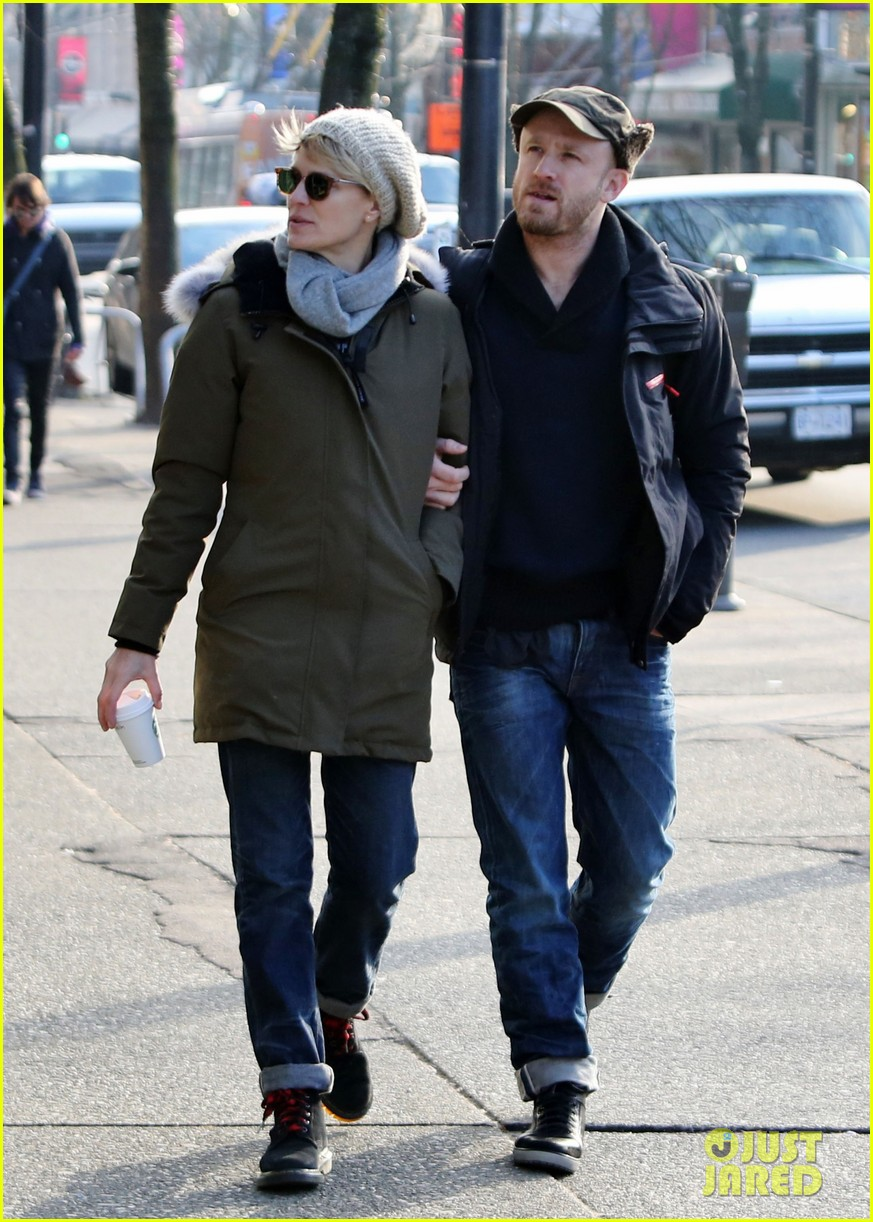 robin wright new fiance ben foster step out for daytime stroll 14