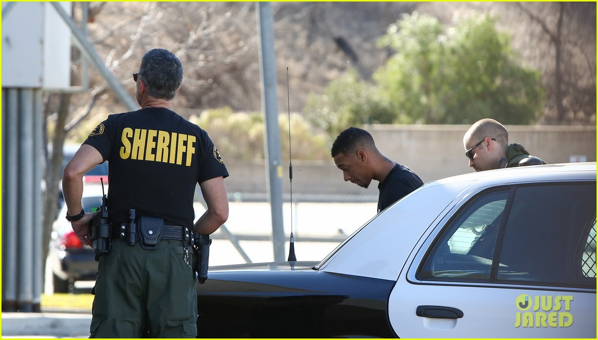 lil za arrested after justin biebers house raided photos 01