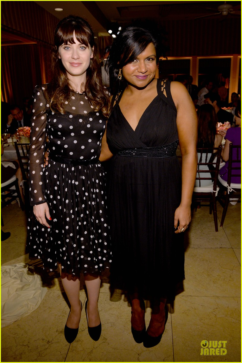 zooey deschanel mindy kaling elles women in tv celebration 2014 163038220