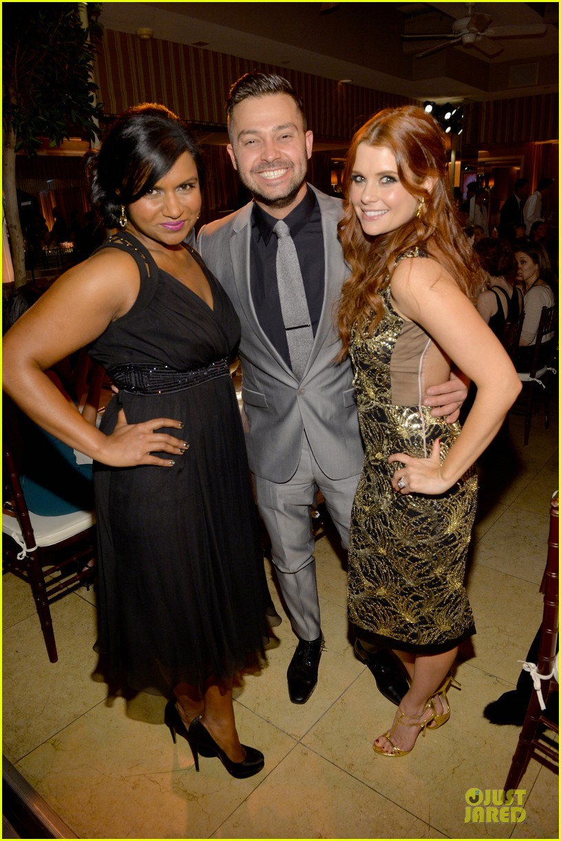 zooey deschanel mindy kaling elles women in tv celebration 2014 18