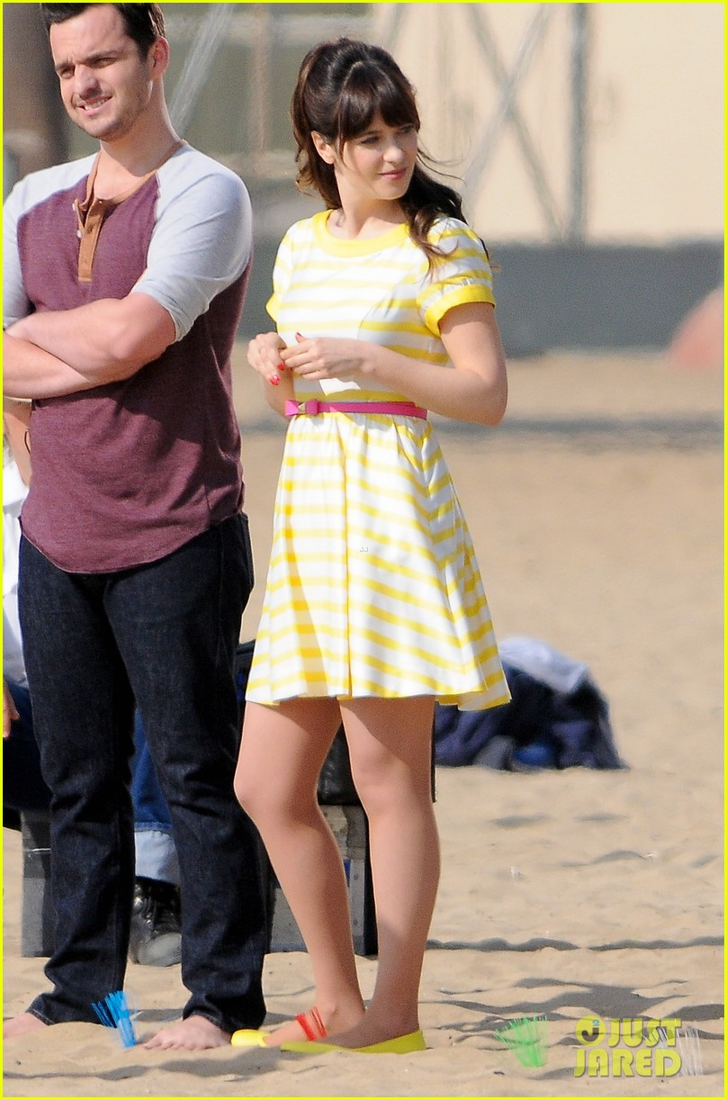 zooey deschanel new girl beach scenes with the cast 08