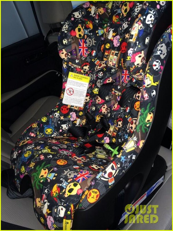 malin akerman shows off sebastians cool new carseat 023052854