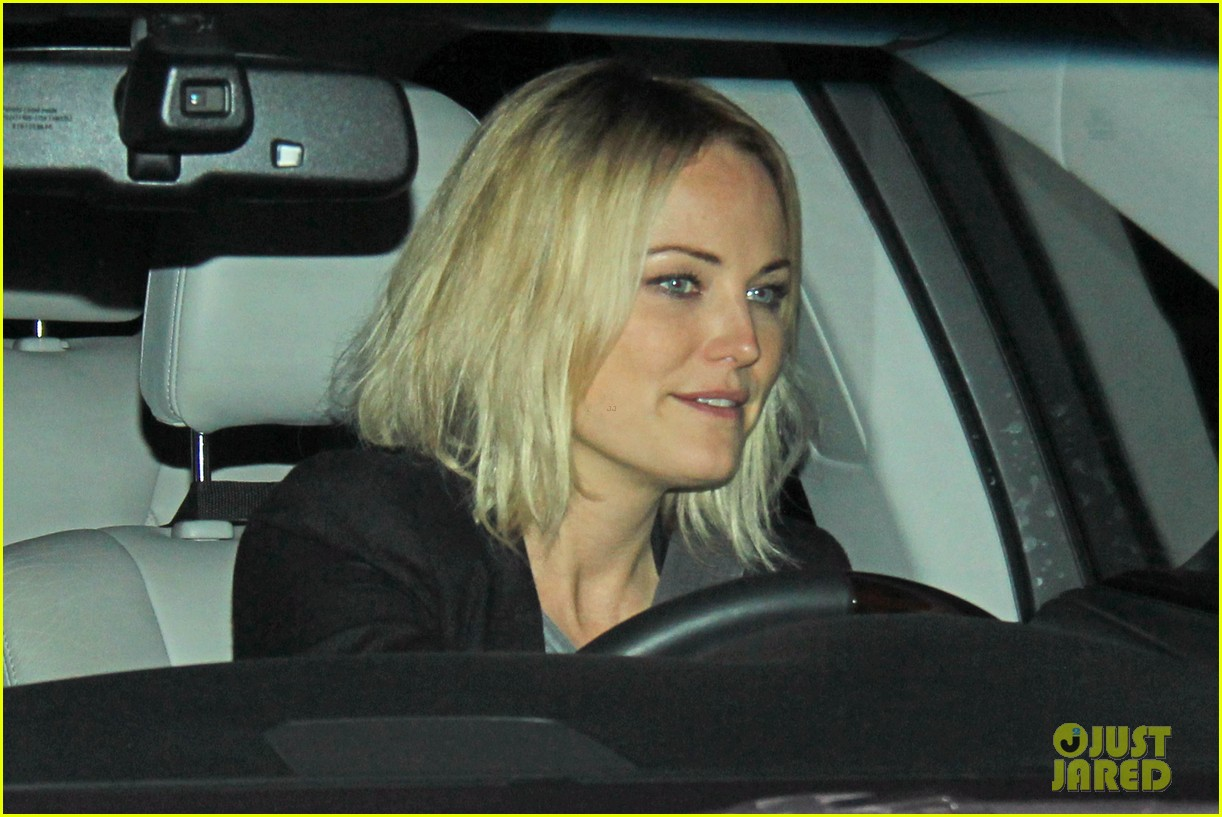 malin akerman shows off sebastians cool new carseat 05