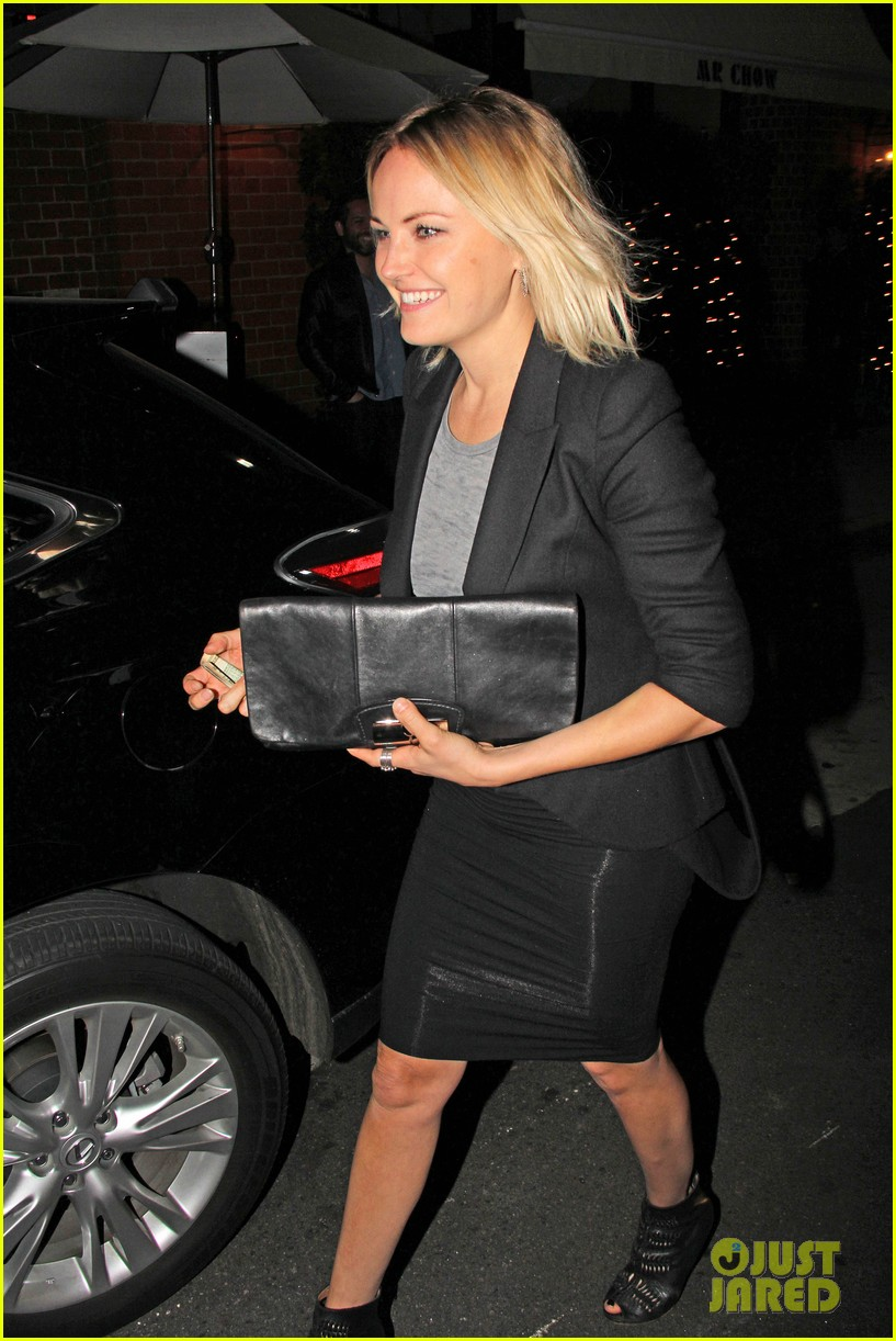 malin akerman shows off sebastians cool new carseat 09