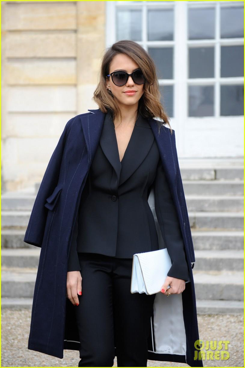 jessica alba emma roberts christian dior fashion show 02