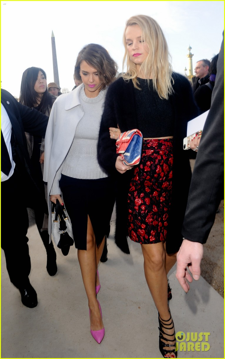 jessica alba attends nina ricci show with bff kelly sawyer 13
