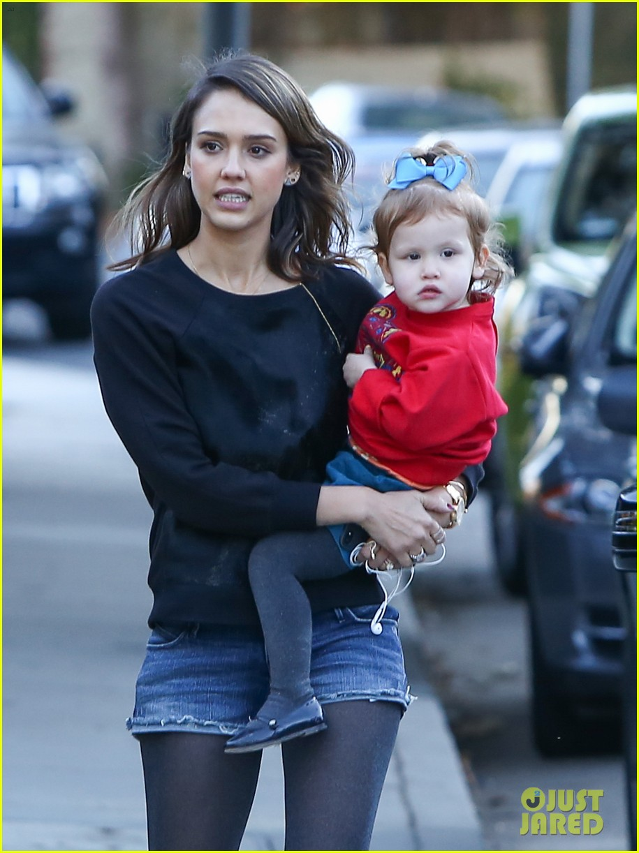 jessica alba reteaming with kevin connolly for wright girls 203046109