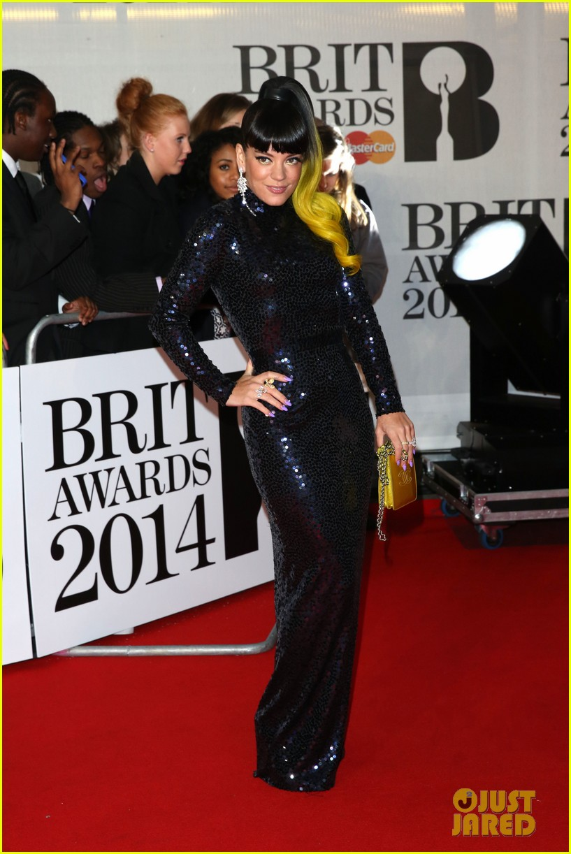 lily allen jessie j brit awards 2014 red carpet 05