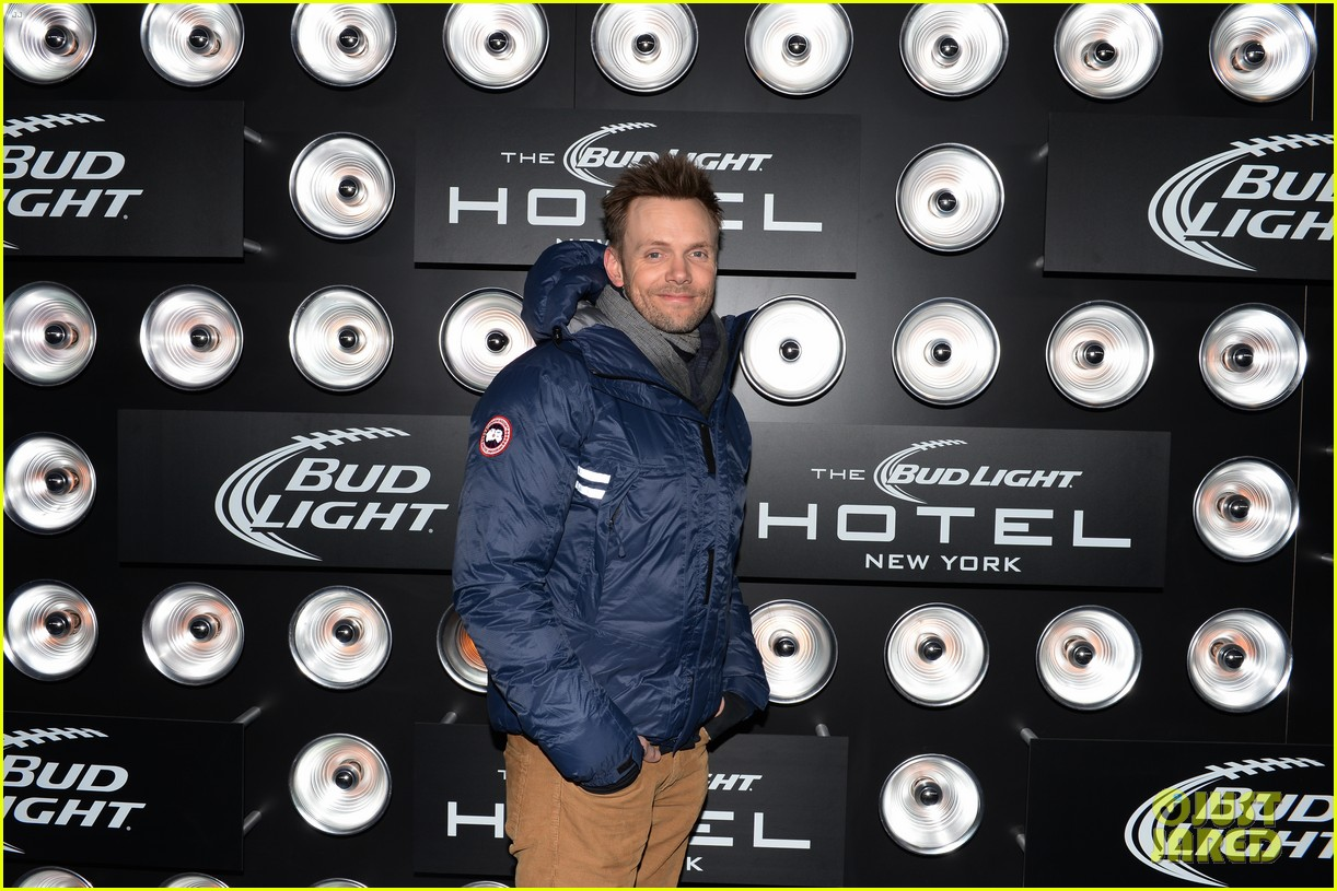 kevin bacon josh lucas party at bud light hotel over super bowl weekend 02