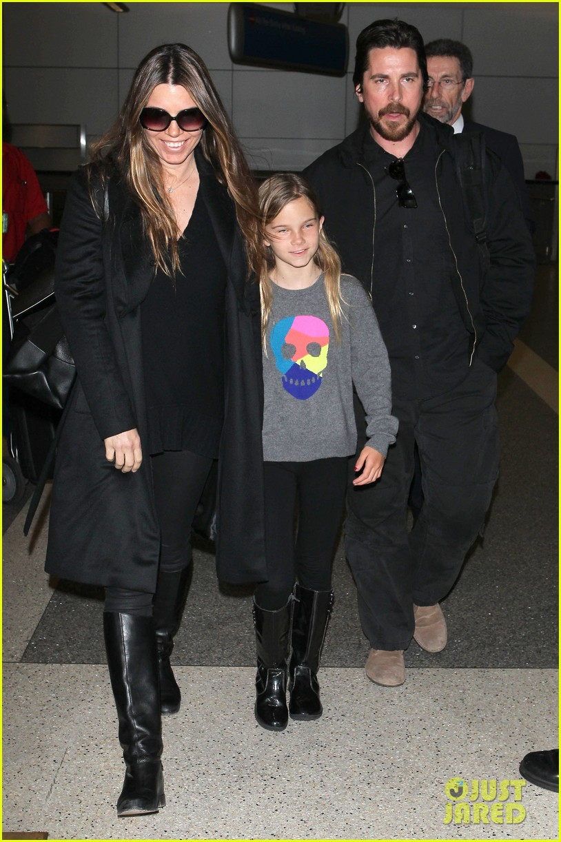 christian bale back from berlin with family in tow 05