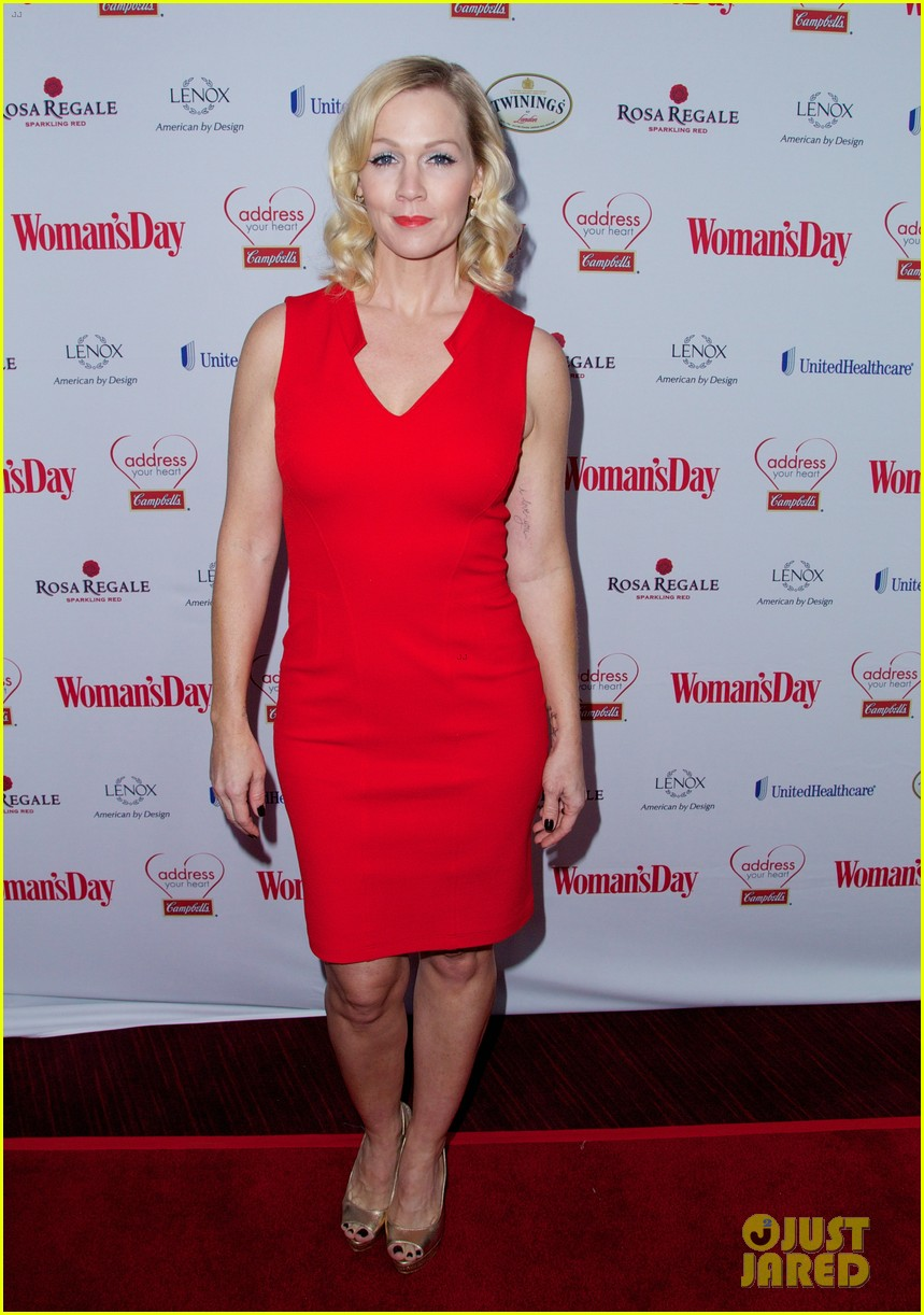 sara bareilles puts on her little red dress for womans day 10