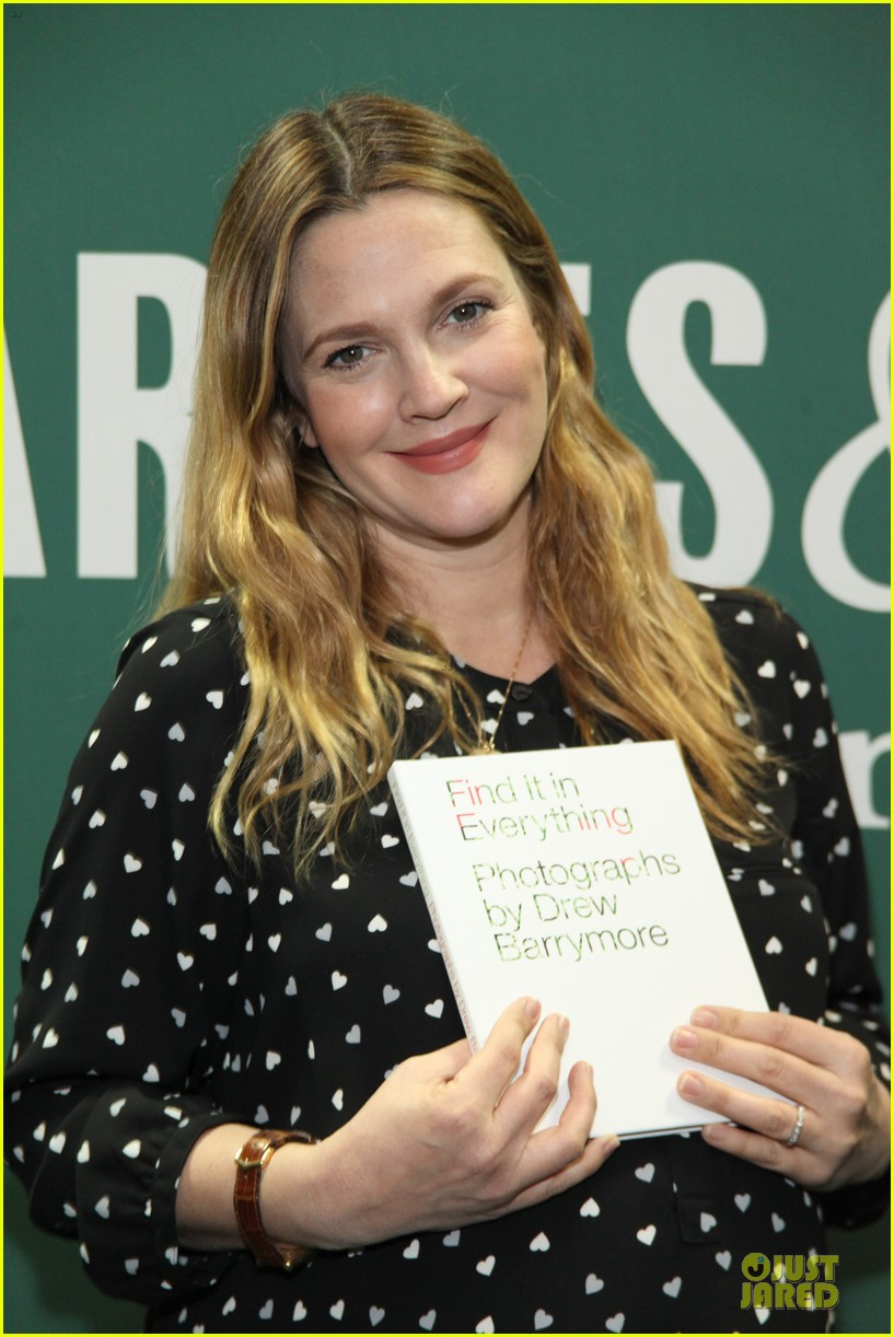 drew barrymore donates jeans to support teens for jeans 04
