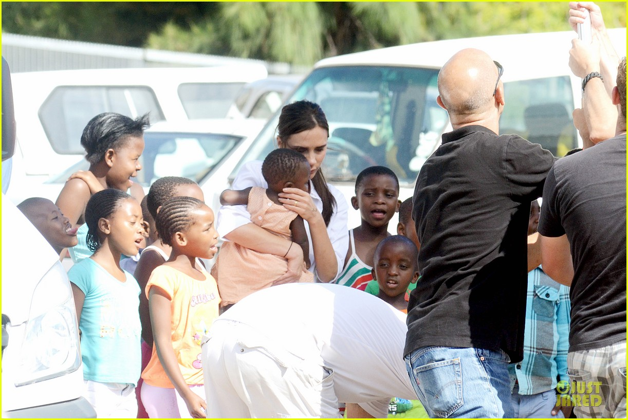 victoria beckham spends time with lalela children in cape town 11
