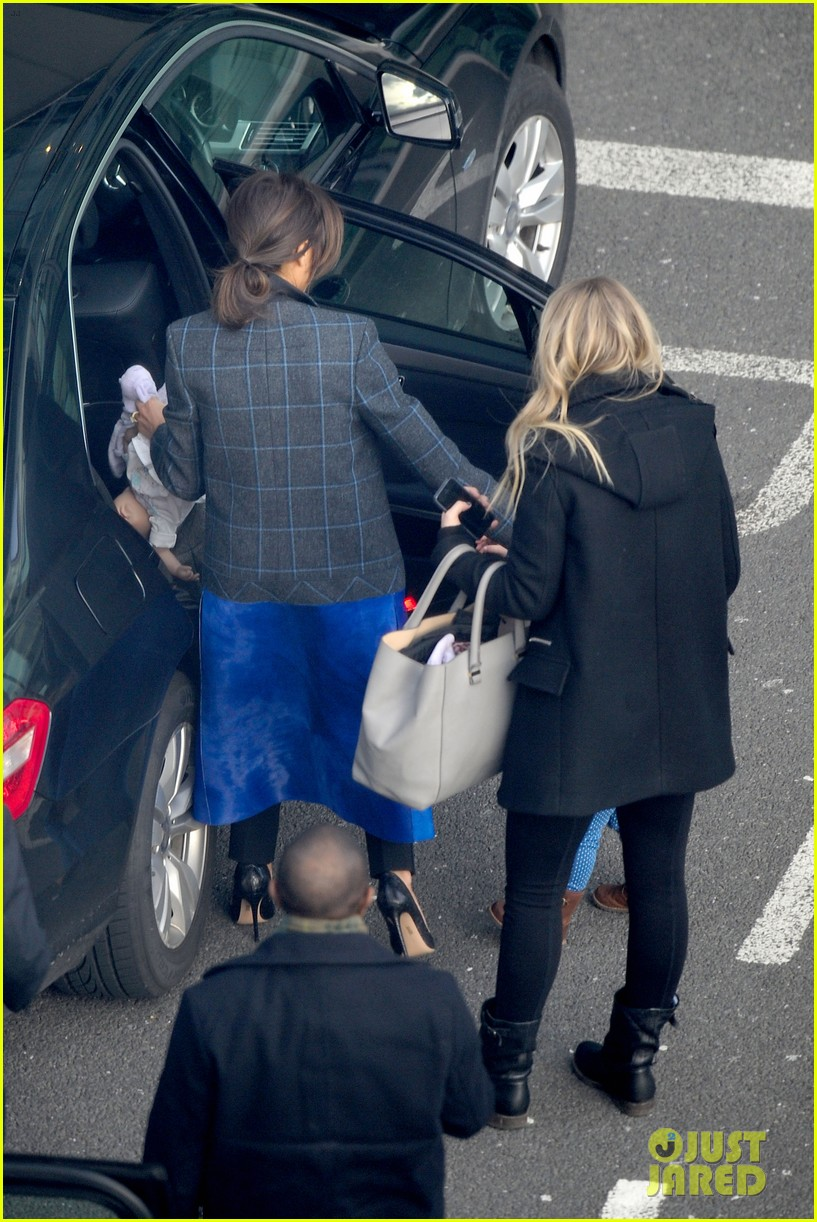 victoria beckham stayed in london while david attended super bowl 2014 23