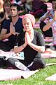 kate beckinsale gives back with yoga fundraiser pink joins in to help fight breast cancer 09