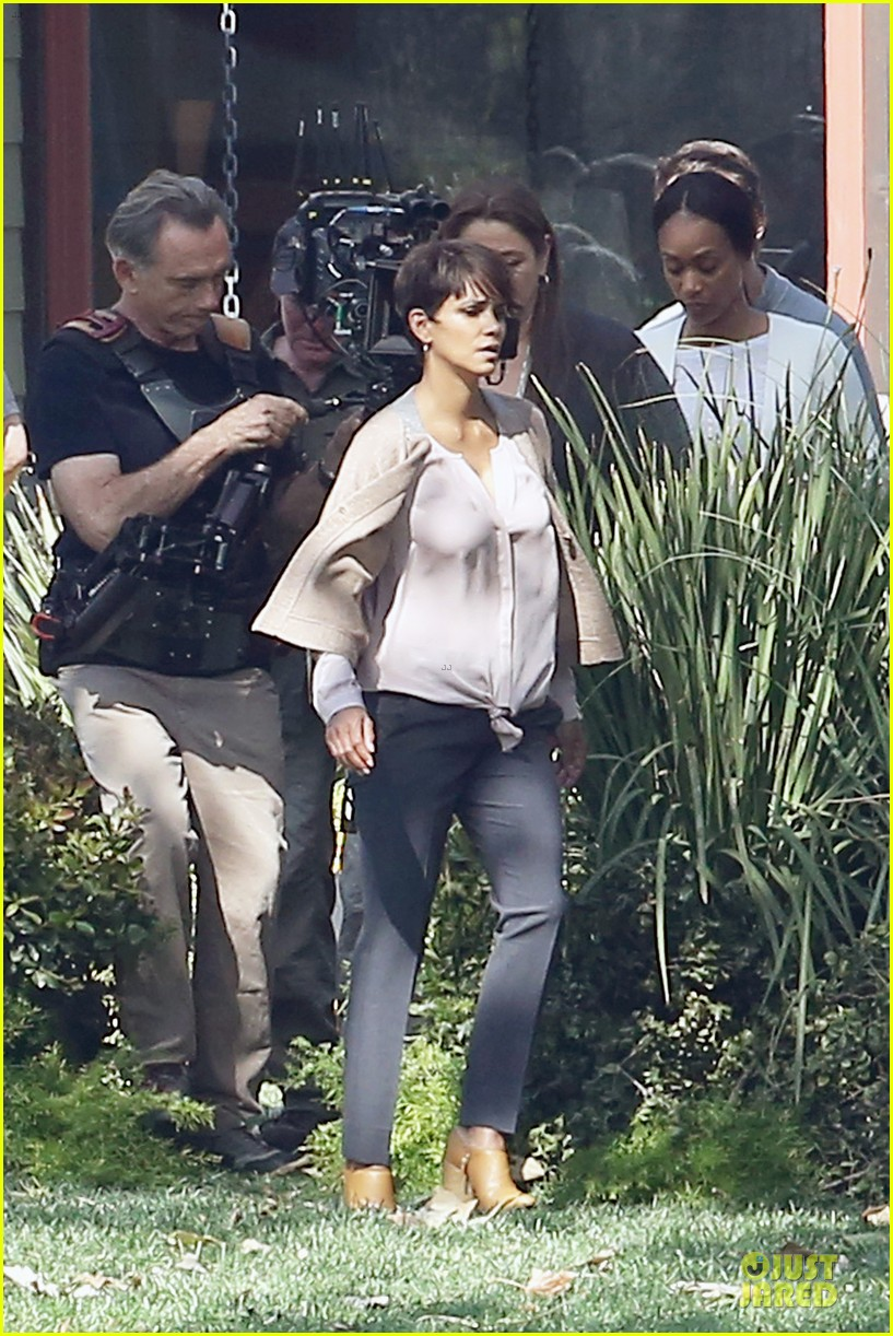 halle berry spends valentines day filming extant with goran visnjic 10