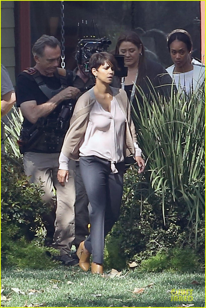 halle berry spends valentines day filming extant with goran visnjic 20
