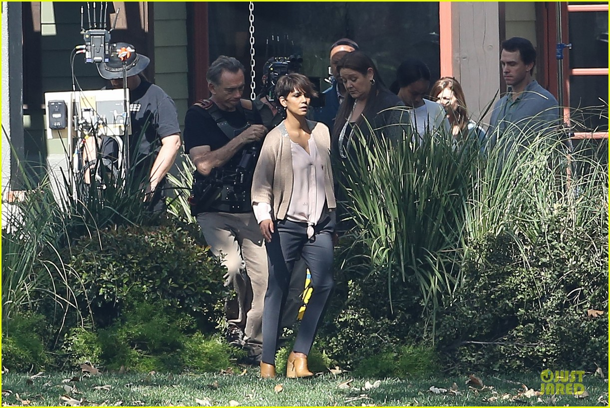 halle berry spends valentines day filming extant with goran visnjic 293053750