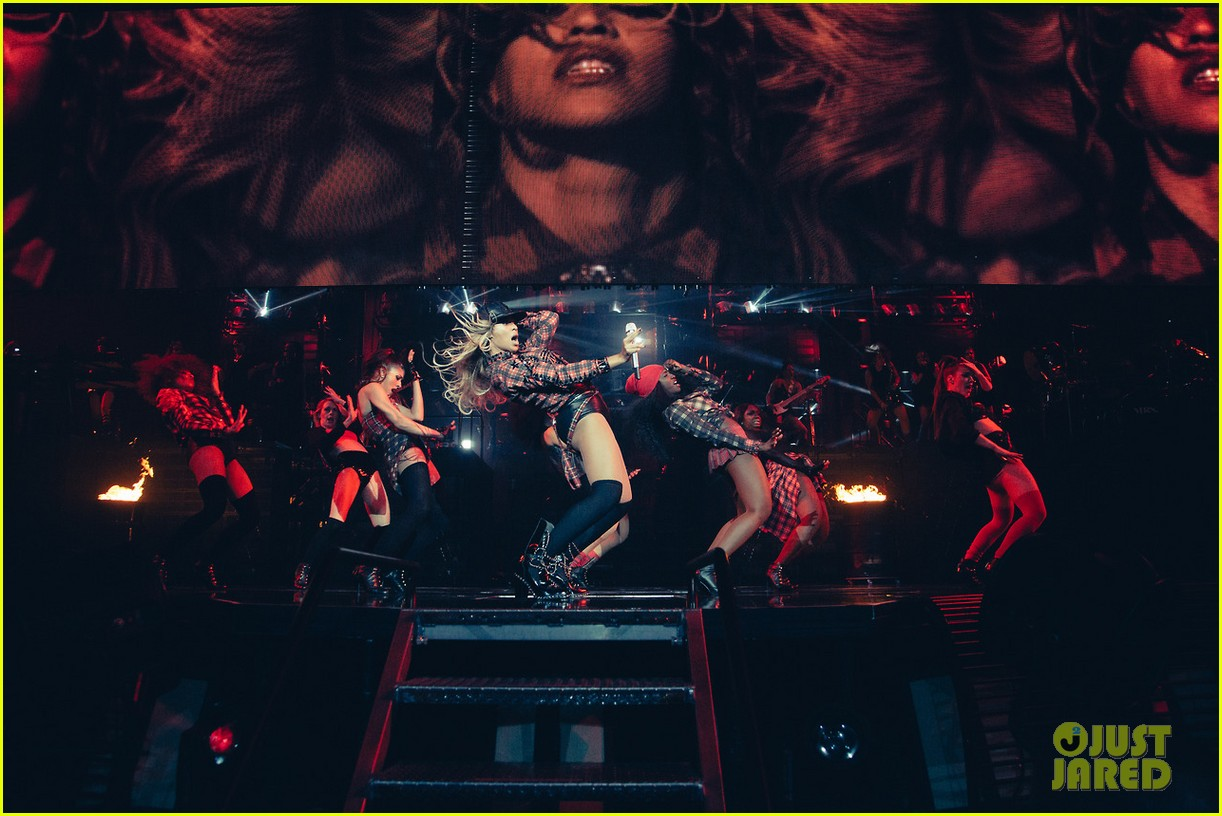 beyonce performed yonce live our week has officially been made watch now 10