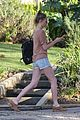 kate bosworth one leggy lady at acupuncture clinic 03