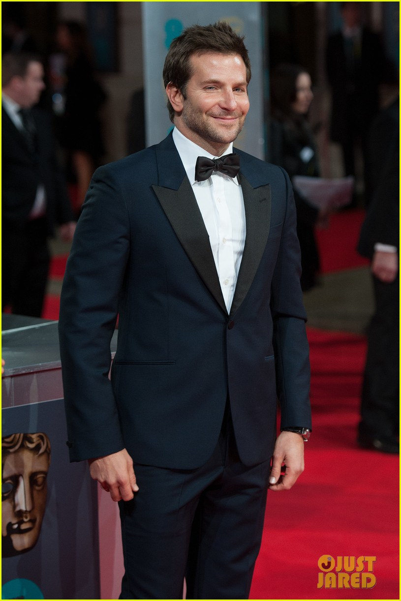 bradley cooper baftas 2014 red carpet 03