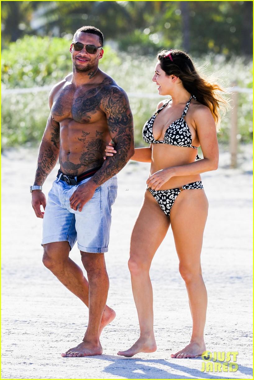 kelly brook bikini babe with macho boyfriend david mcintosh 03