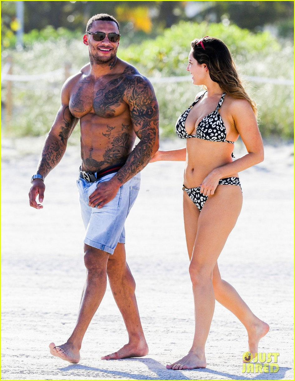 kelly brook bikini babe with macho boyfriend david mcintosh 16