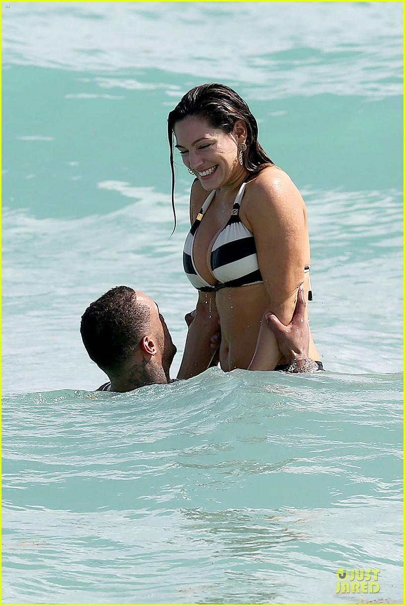 kelly brook frolicks on the beach with boyfriend david mcintosh 04
