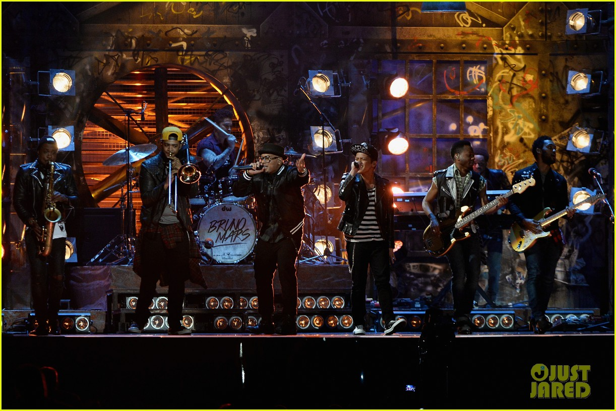 bruno mars performs treasure at brit awards 2014 video 01