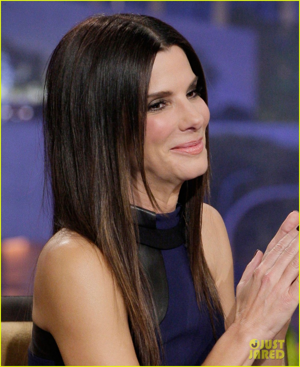 sandra bullock visits jay leno for his second to last show 04