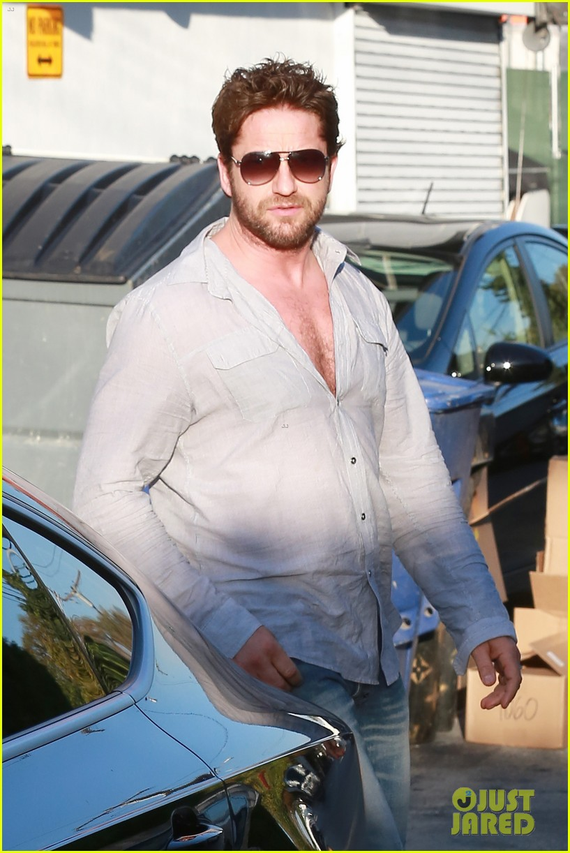 gerard butler visits the salon before doing dragon 2 press 023061919