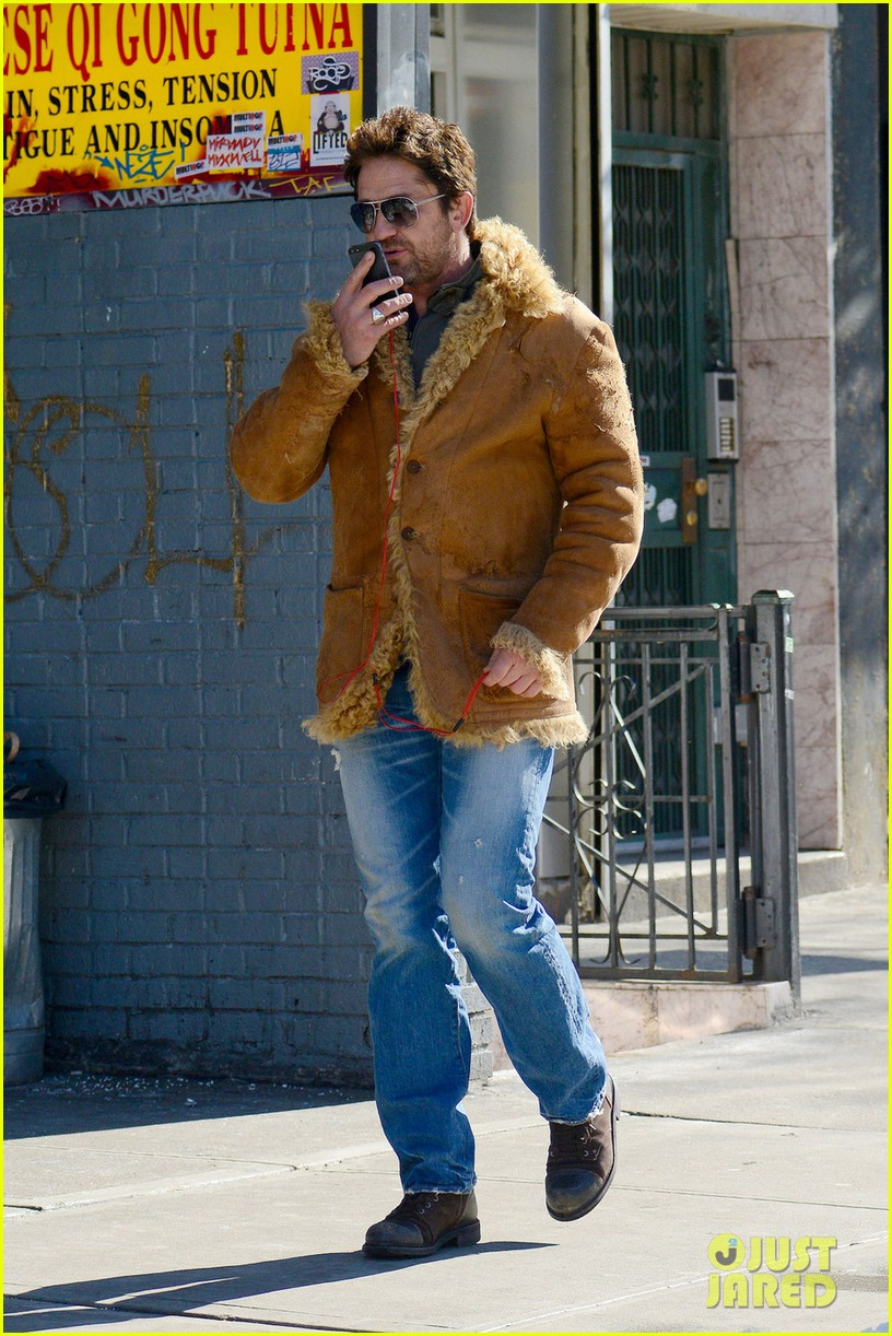 gerard butler keeps warm in furry brown coat 03