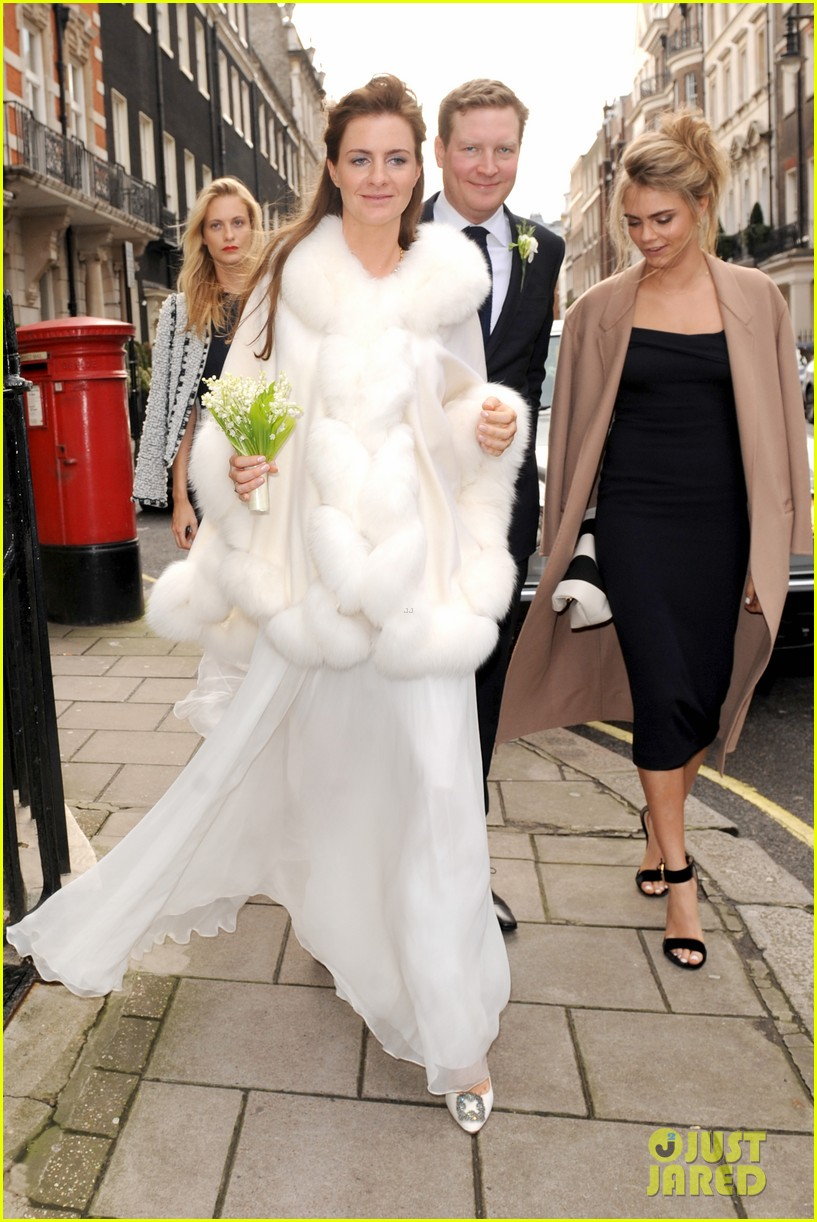 cara delevingne celebrates sister chloes wonderful wedding day 03