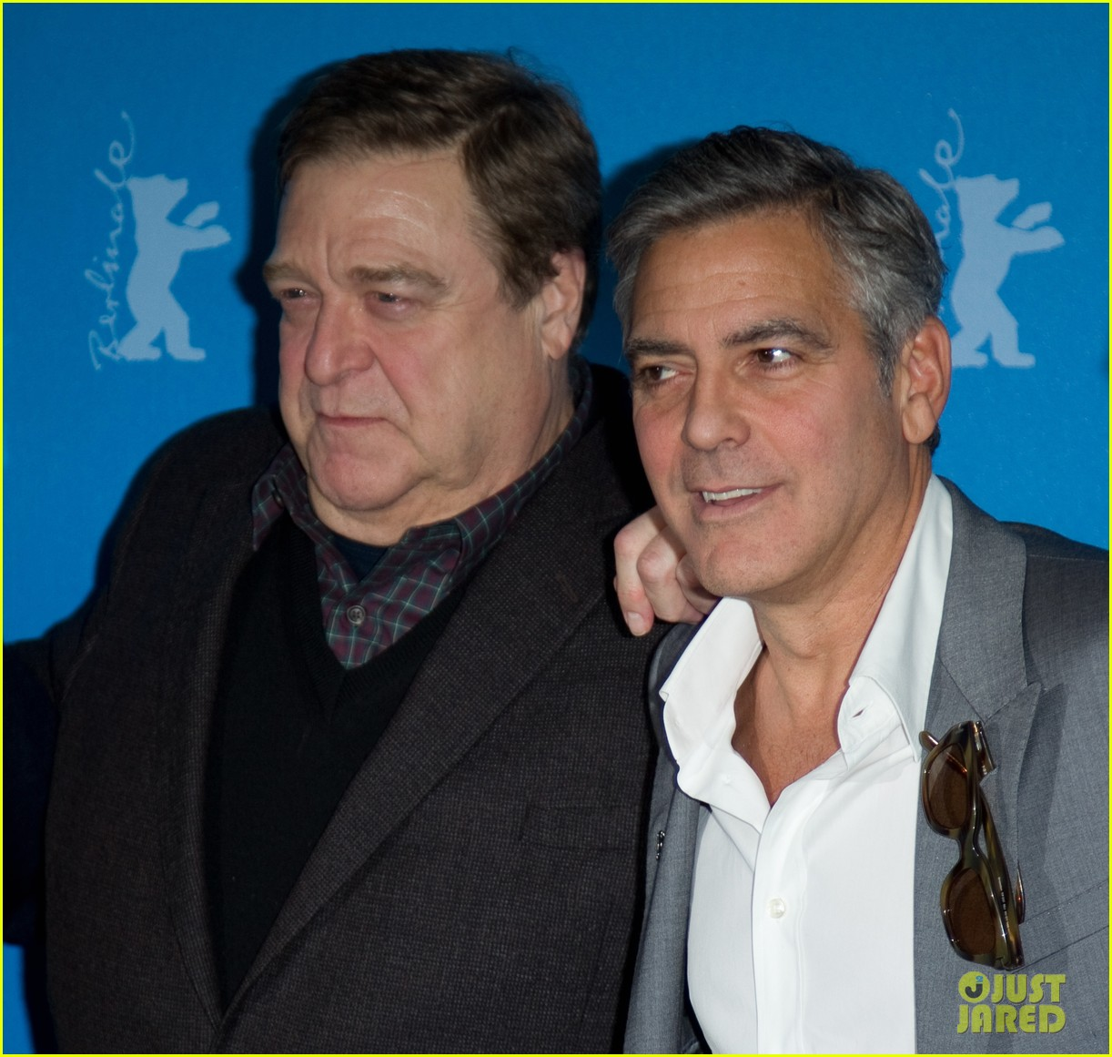 george clooney monuments men cast do the conga 02