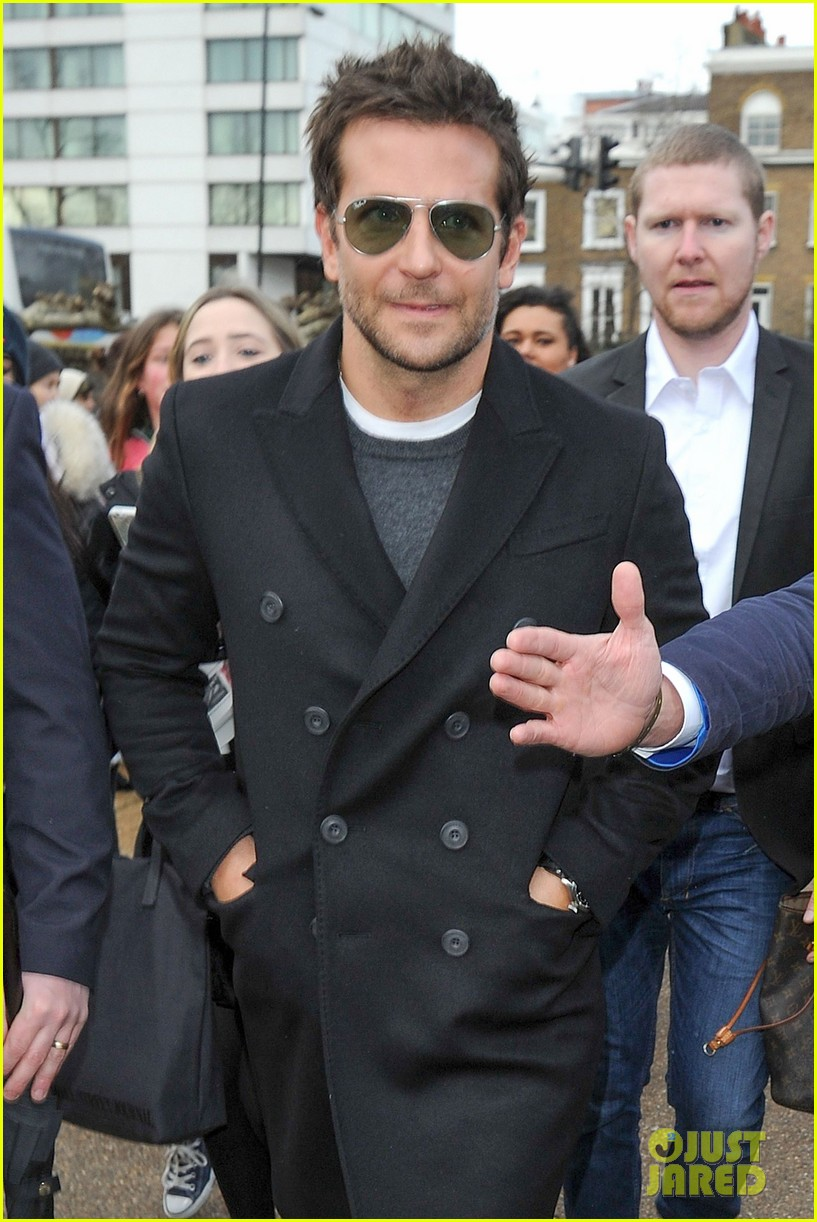 bradley cooper supports girlfriend suki waterhouse at burberry prorsum show 02